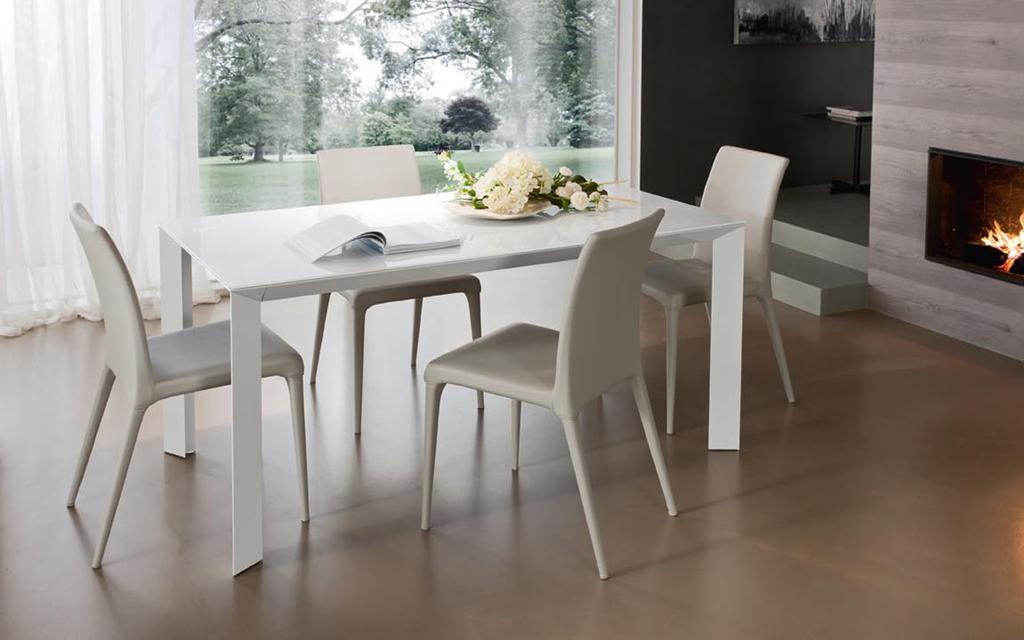 Mobili per cucina a follonica complementi di arredo per for Tavoli e sedie soggiorno moderno